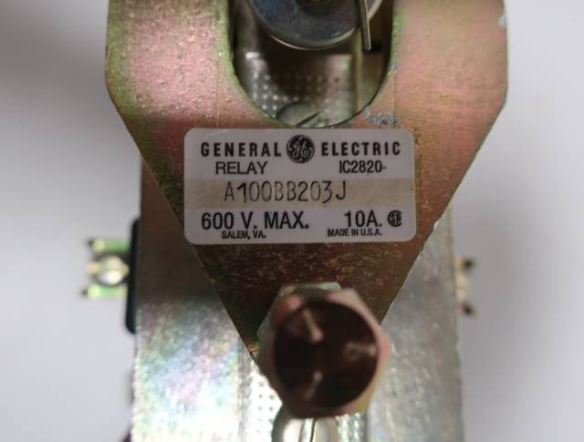 GENERAL ELECTRIC GE IC2820-A100BB203J 115/120V-DC 600V-DC 10A AMP DC CONTACTOR