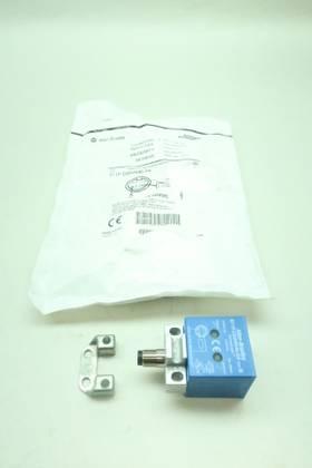 ALLEN BRADLEY 871P-D20NN40-D4 VERSACUBE INDUCTIVE SER B 10-60V-DC PROXIMITY SENSOR