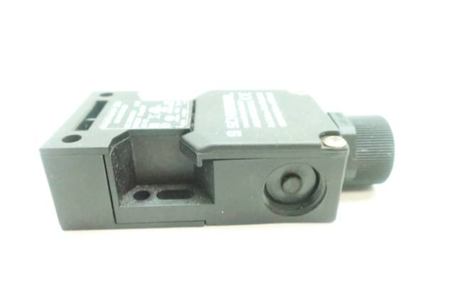 SCHMERSAL AZ 16 ZVRK-M20 SAFETY INTERLOCK SWITCH 500V-AC