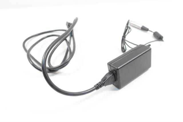 PHIHONG 91-54489 SWITCHING AC ADAPTER 100V-AC 2A AMP 15V-DC D660825