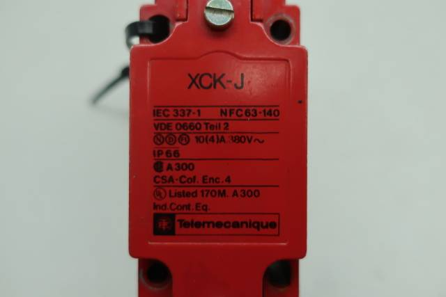 TELEMECANIQUE XCK-J SAFETY INTERLOCK SWITCH