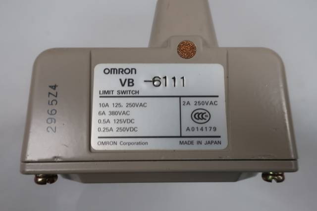 OMRON VB-6111 BEVEL PLUNGER 6 ACTUATOR LIMIT SWITCH 125/250V-AC