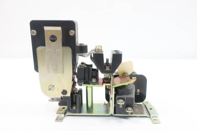 GENERAL ELECTRIC GE 2B01XFA002XH DS303A DC CONTACTOR 50A 230/250V-DC D610166