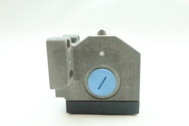 BALLUFF BNS 819-B03-D12-72-10-FD MECHANICAL POSITION SWITCH 240V-AC