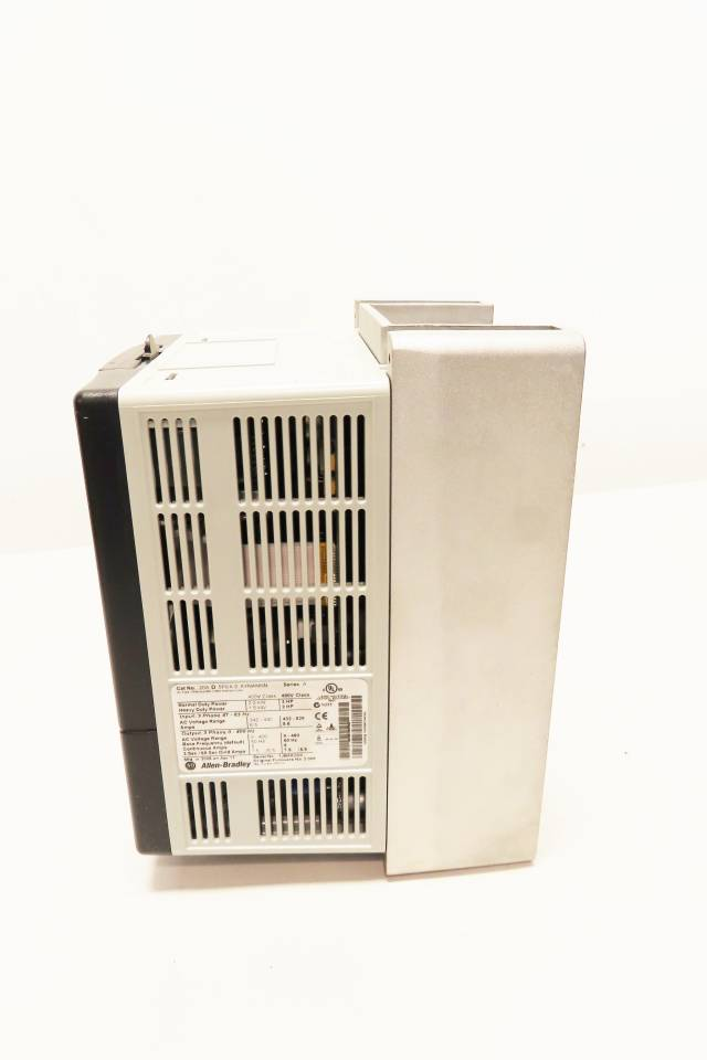 ALLEN BRADLEY 20AD5P0A0AYNANNN POWERFLEX 70 480V-AC 3HP AC VFD DRIVE R717412