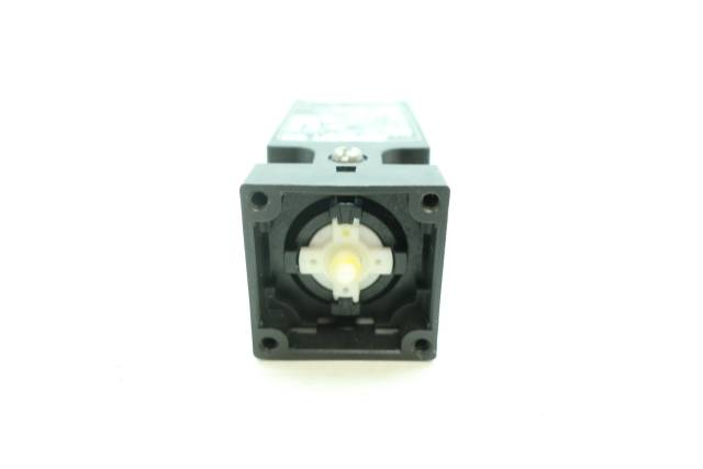 OMRON D4NS-2CF STI SAFETY SWITCH 240V-AC